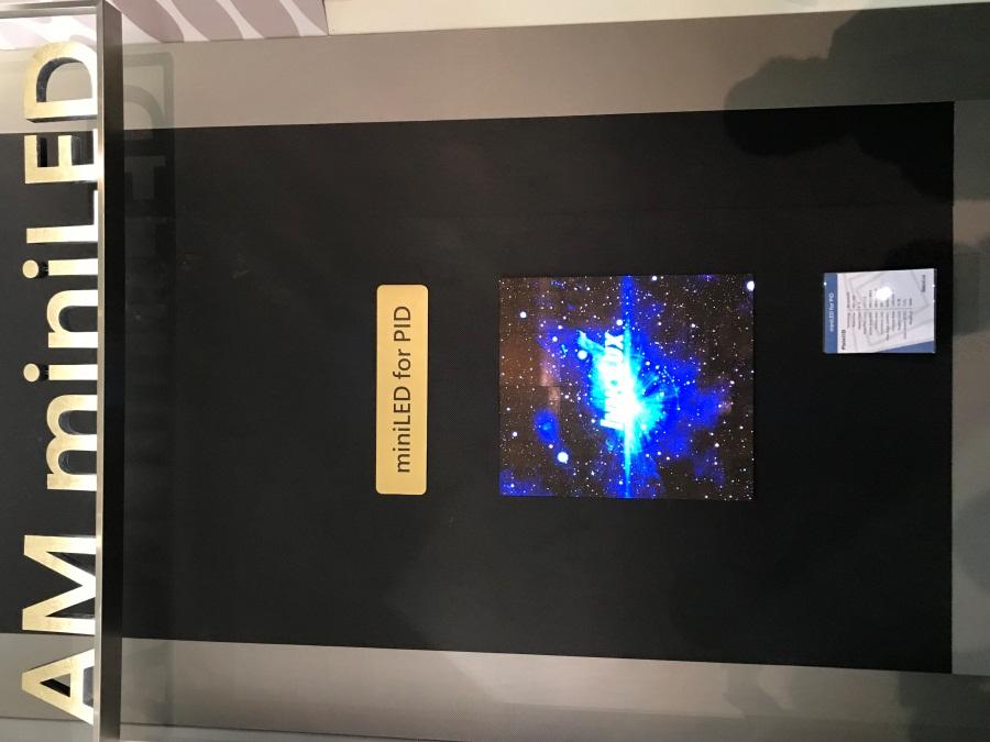 ▲群創光電於「Touch Taiwan 2018」展示運用AM Mini LED之公眾顯示器。