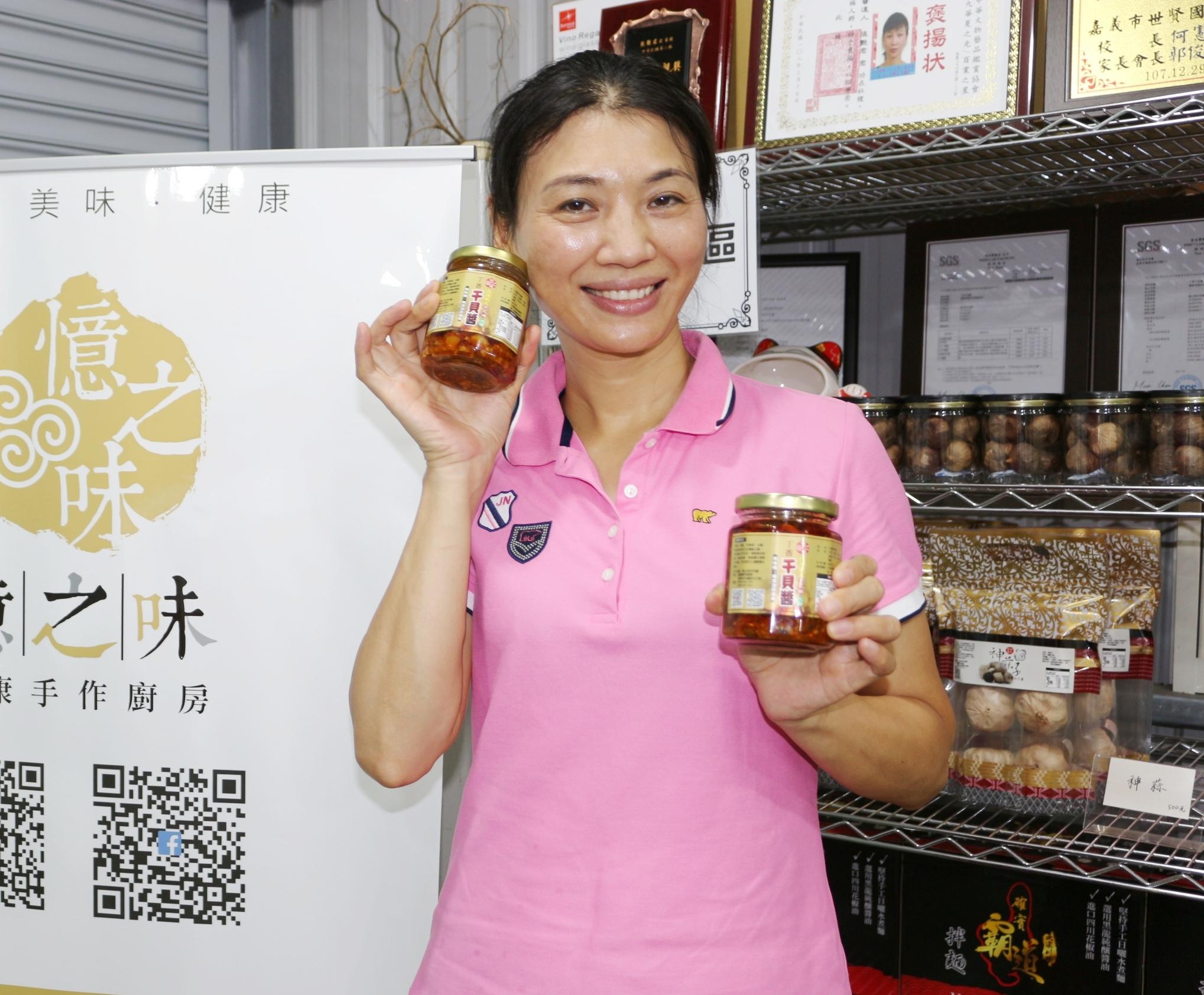 ▲新住民張艷君申請勞動部微型創業鳳凰貸款,將臺灣食材融入家鄉味的辣椒醬中,成立自有品牌。