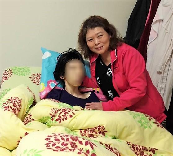 阿滿取得證照後擔任居家照顧服務員-1