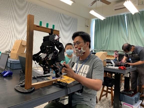 中分署南投創客基地創客小聚 用機器人創造無限可能