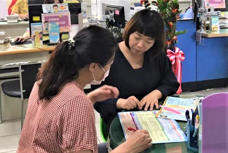 廠商求才最佳推手 金門中心就業服務員吳佳芳 2年訪視雇主逾3,000次 為求職者開發1,700多個職缺