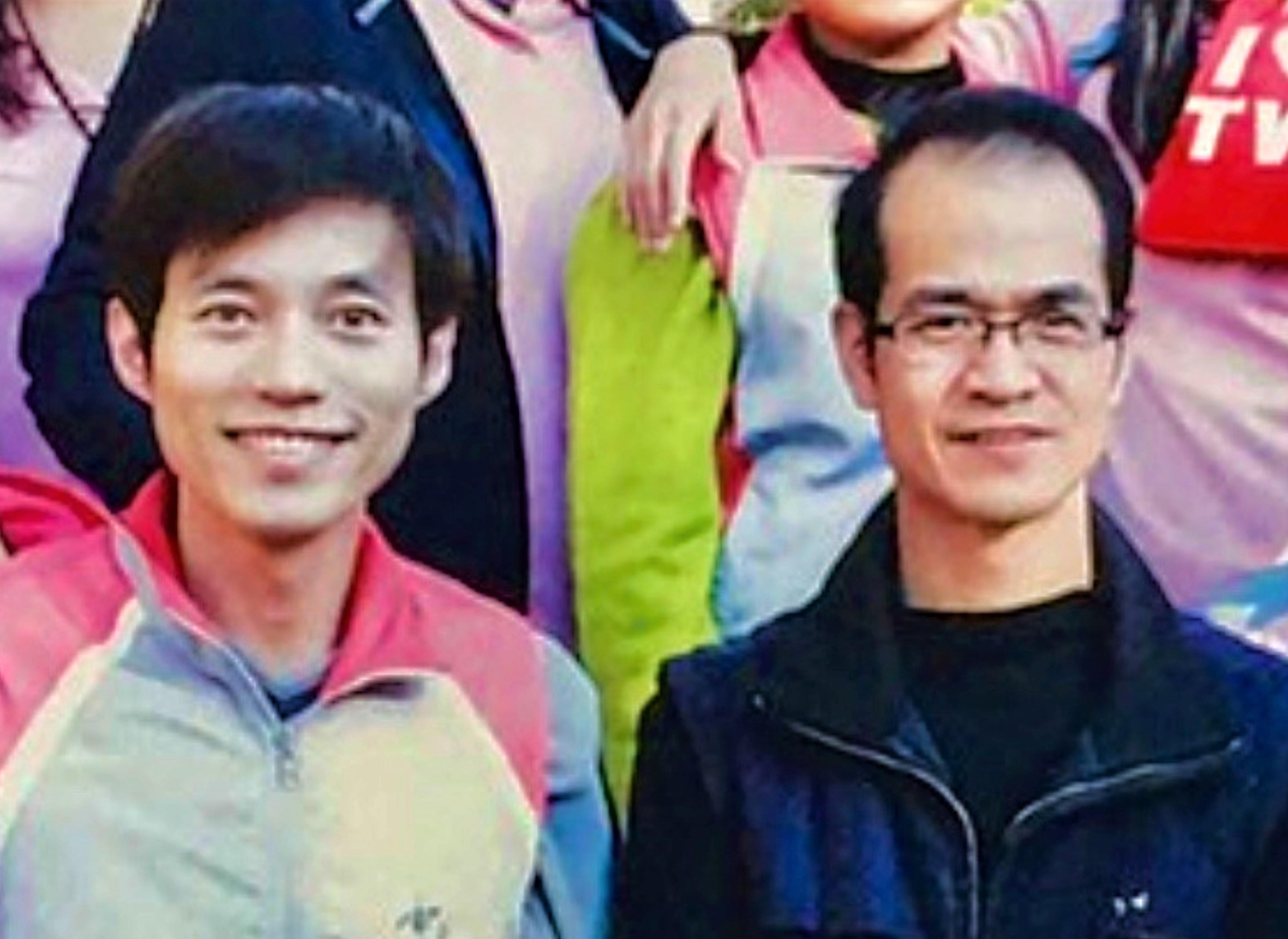 ▲數位圖文傳播科技班職訓師郭啟禎(右)肯定郭糧源(左)訓後表現(雲嘉南分署提供)